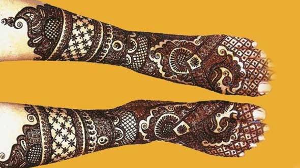 Leg Mehndi Classy Pattern